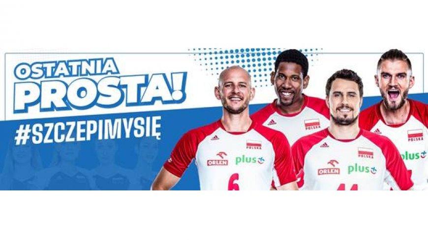 Zdjęcie przedstawia cztery uśmiechnięte osoby oraz napisy: Ostatnia Prosta! #szczepimysie.